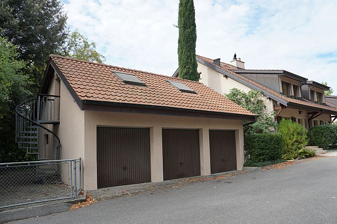Villa de 7 pi ces d pendance vaste jardin terrain env for Garage dacia plan les ouates